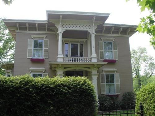 byronloomishouse.JPG
