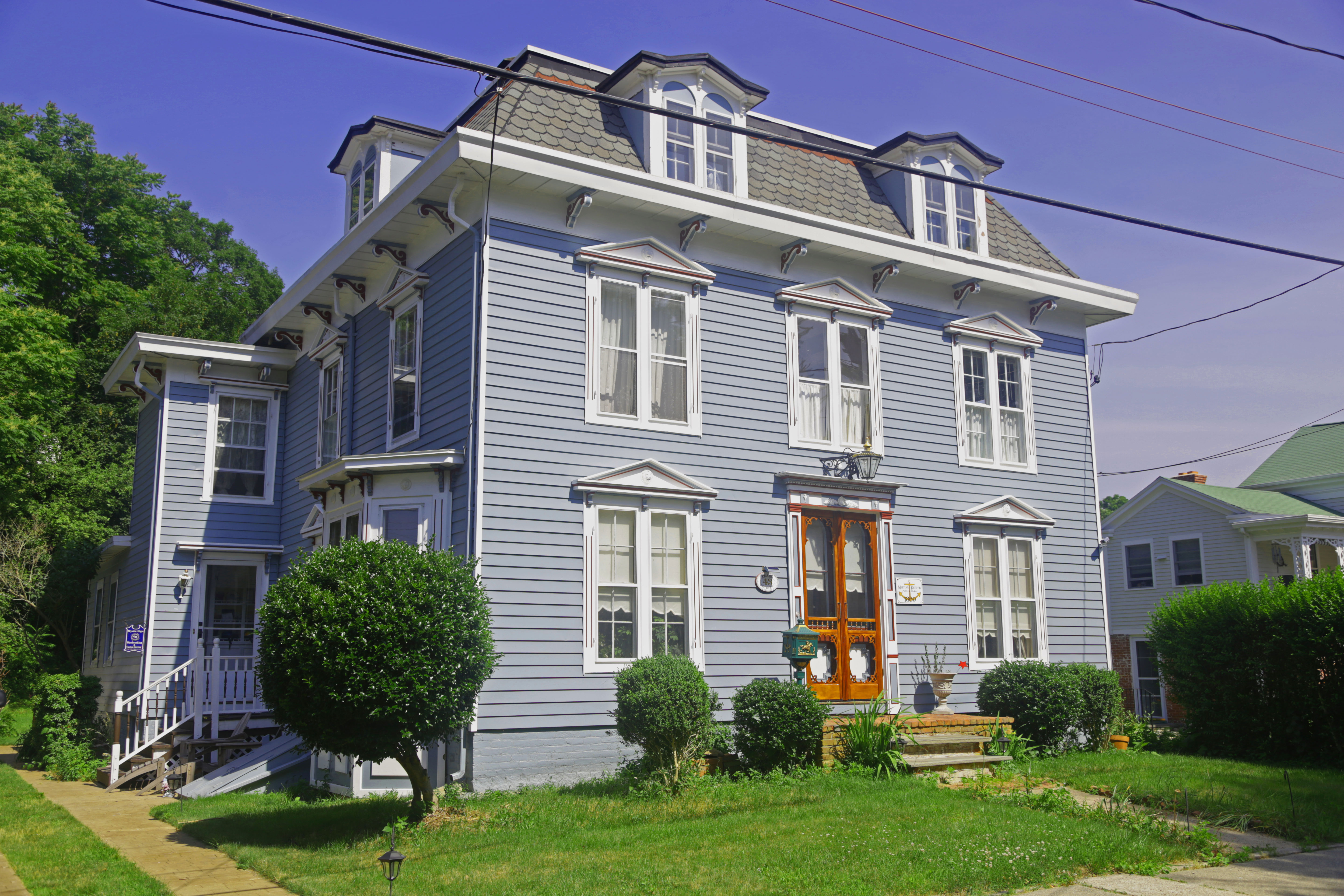 Mansard victorian style house home design and style for Mansard style homes
