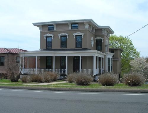 385 Main St., Cromwell